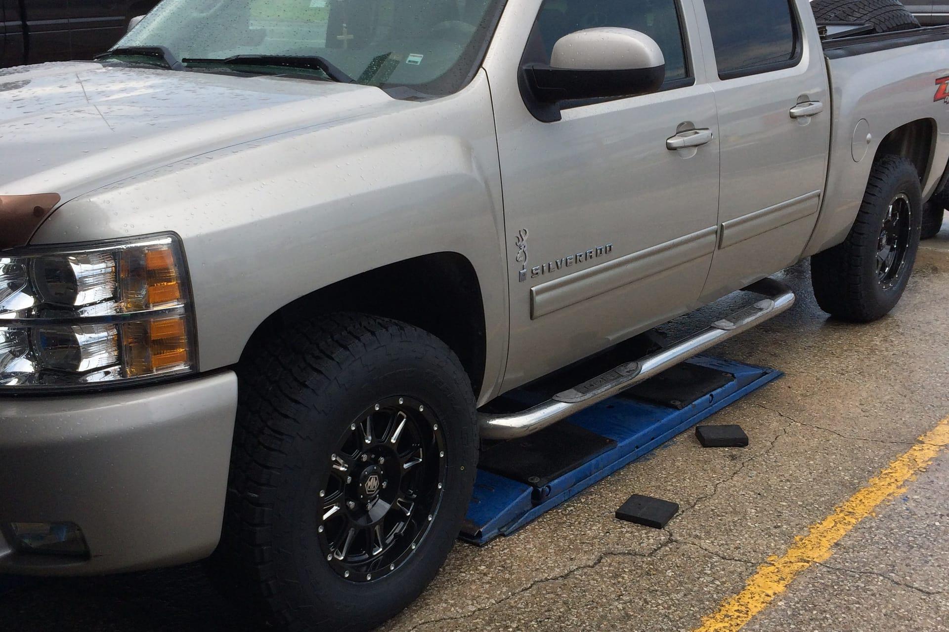 Silverado 1015434 2 Big Chief Tire